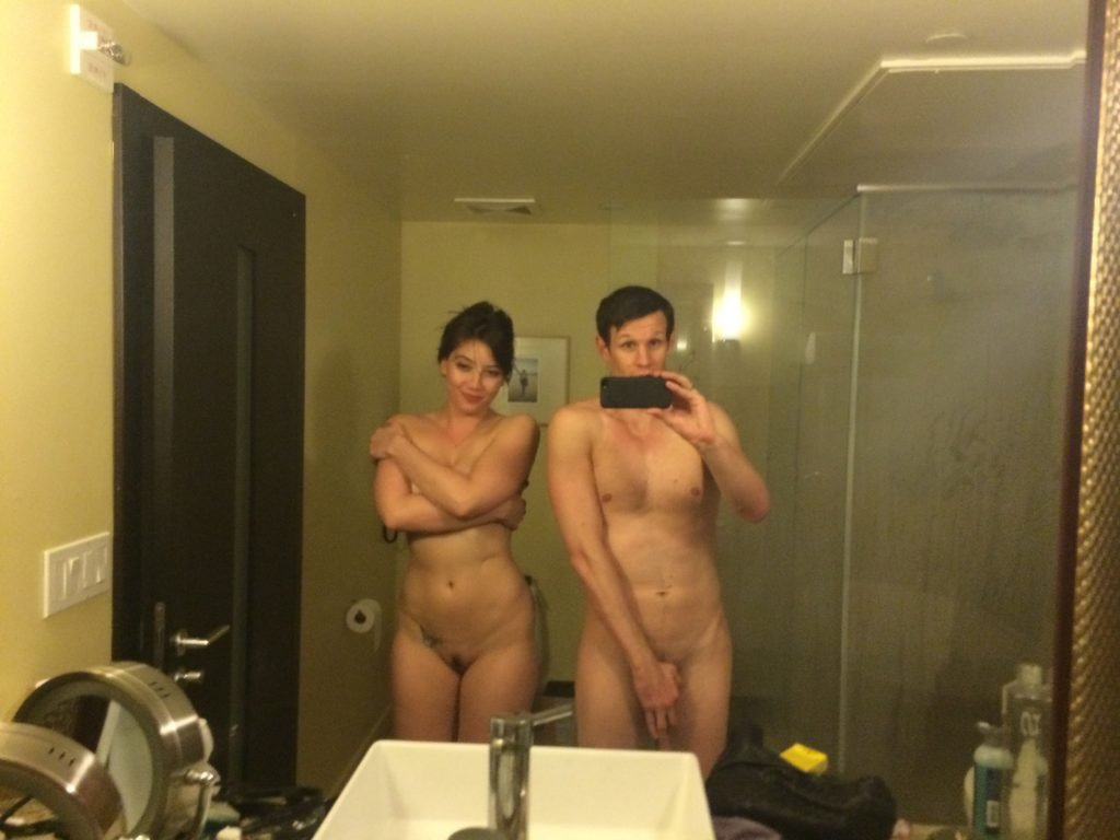 hope solo mirror selfie