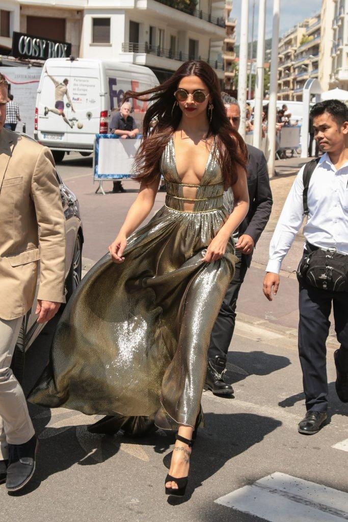 Deepika Padukone Sexy (32 Photos)