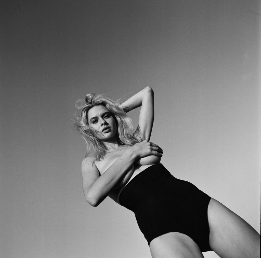 Elle Brittain Nude & Sexy (36 Photos)