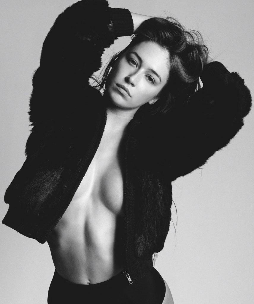 Elsie Hewitt Nude & Sexy (5 Photos)