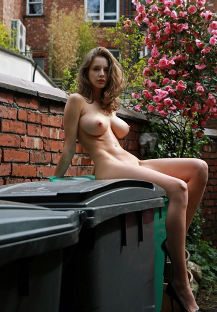 Emily Agnes Nude Fappening (40 Photos)