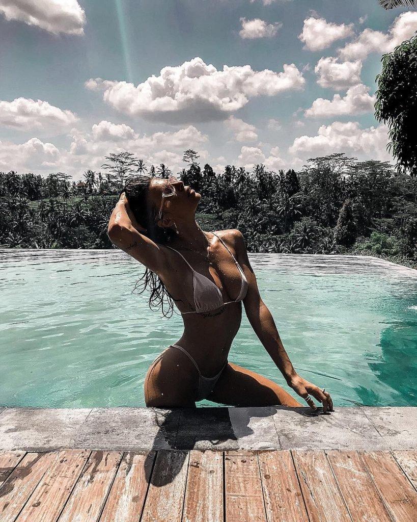nudes (86 photo), Cleavage Celebrity image