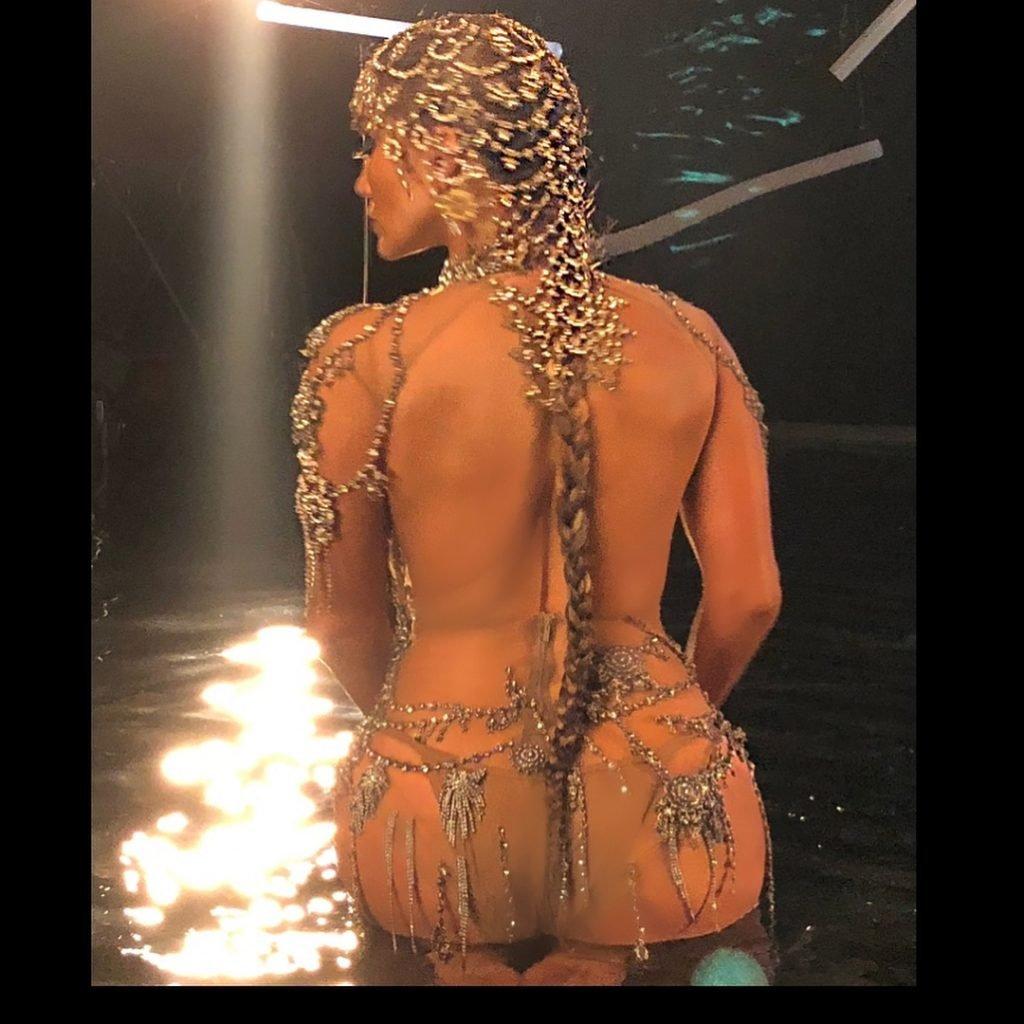 Jennifer Lopez Sexy (13 Pics + Gifs & Video)