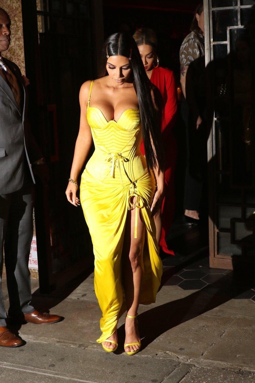 Kim-Kardashian-Sexy-TheFappeningBlog.com-35.jpg