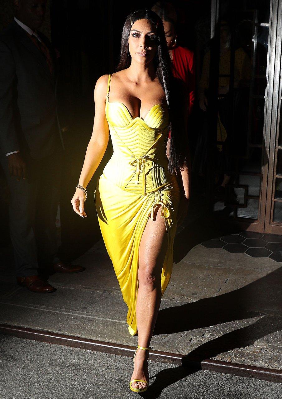 Kim-Kardashian-Sexy-TheFappeningBlog.com-48.jpg