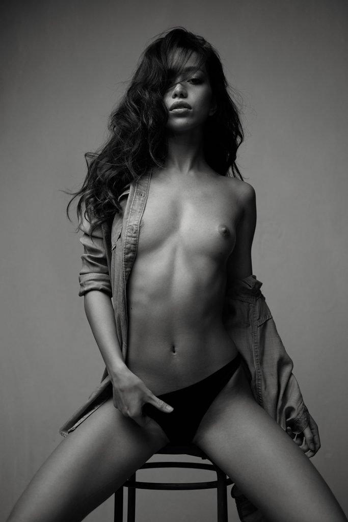 Kit Rysha Topless (4 Photos)