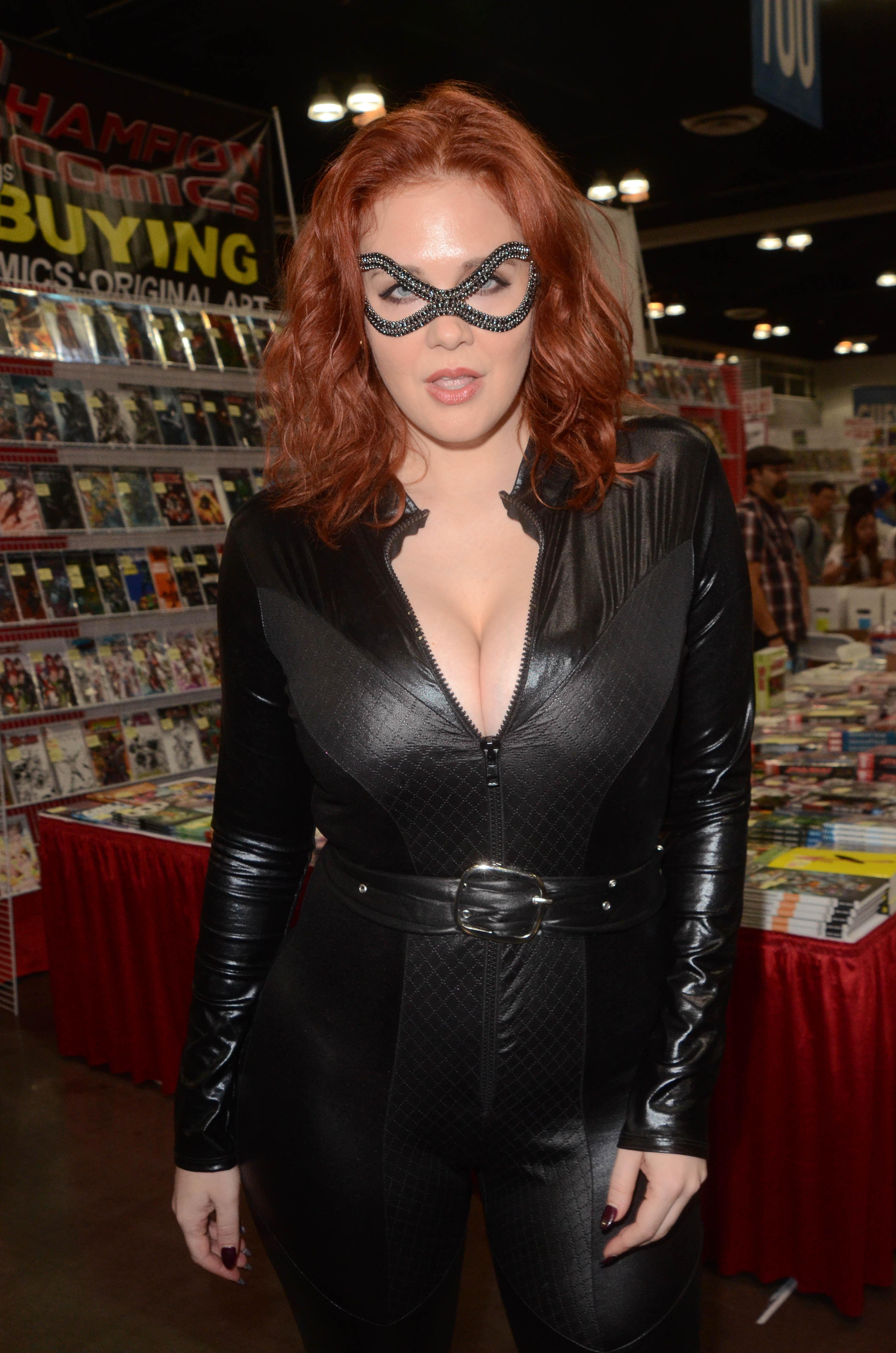 boobs signed 2018 Comicon