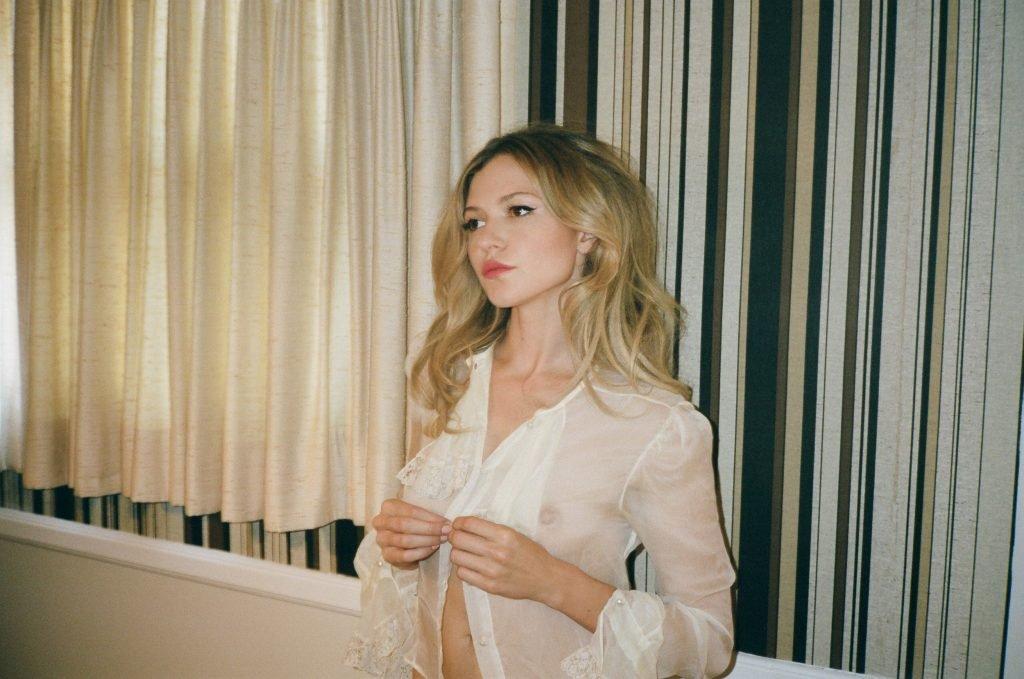 Paige Elkington Nude & Sexy (14 Photos)