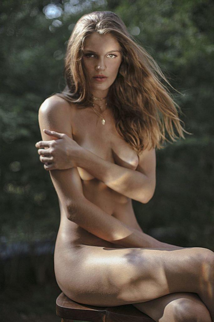 Rebekah Underhill Naked (15 Photos)