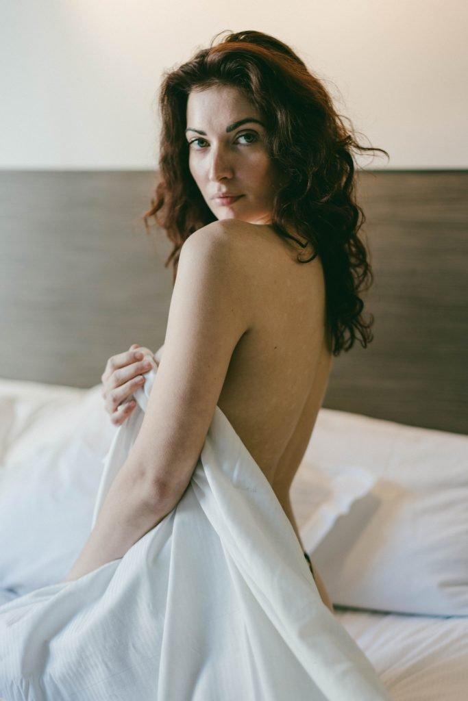 Richelle Oslinker Topless (10 Photos)