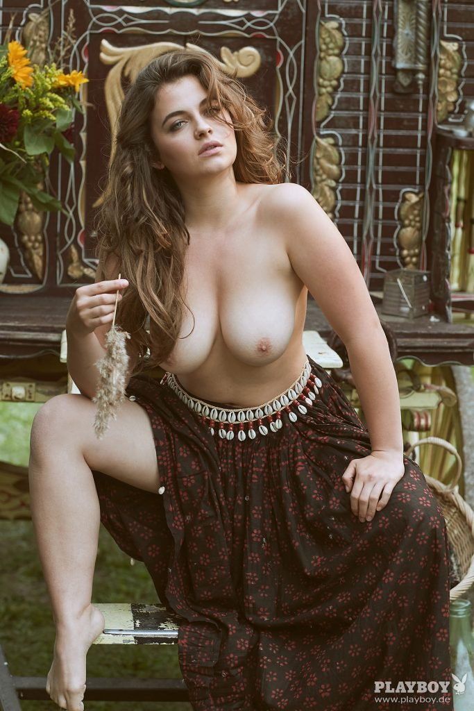 Ronja Forcher Nude (30 Photos)