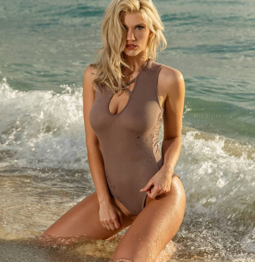 Pictures of naked greek women