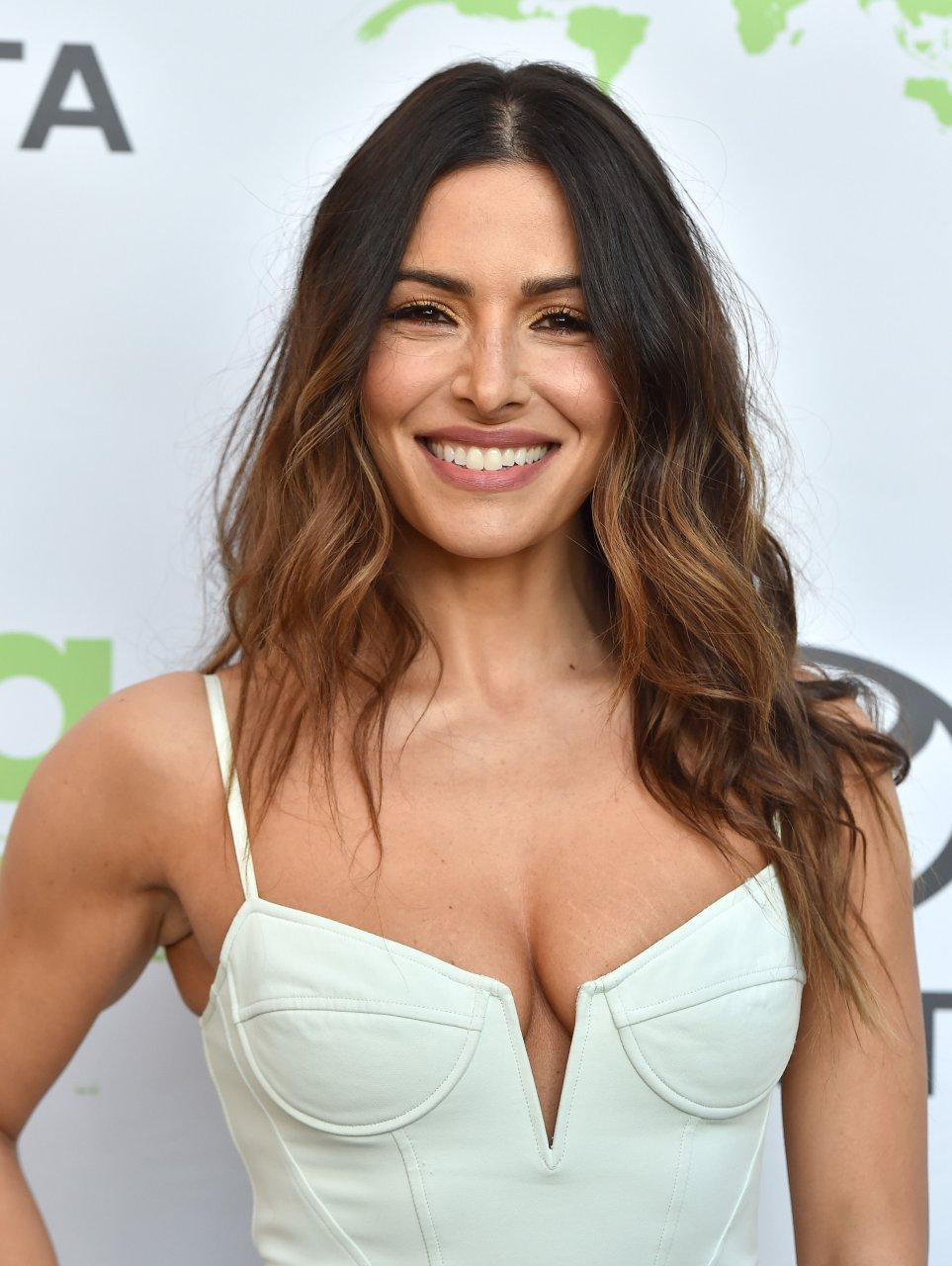 sarah shahi sexy nude