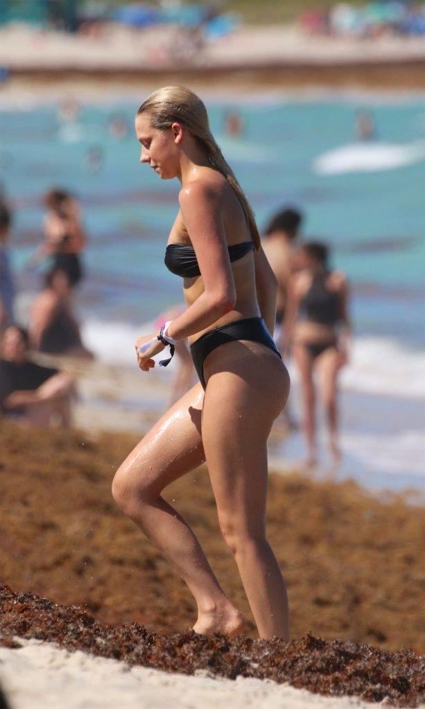Shannon Barker Sexy (22 Photos)