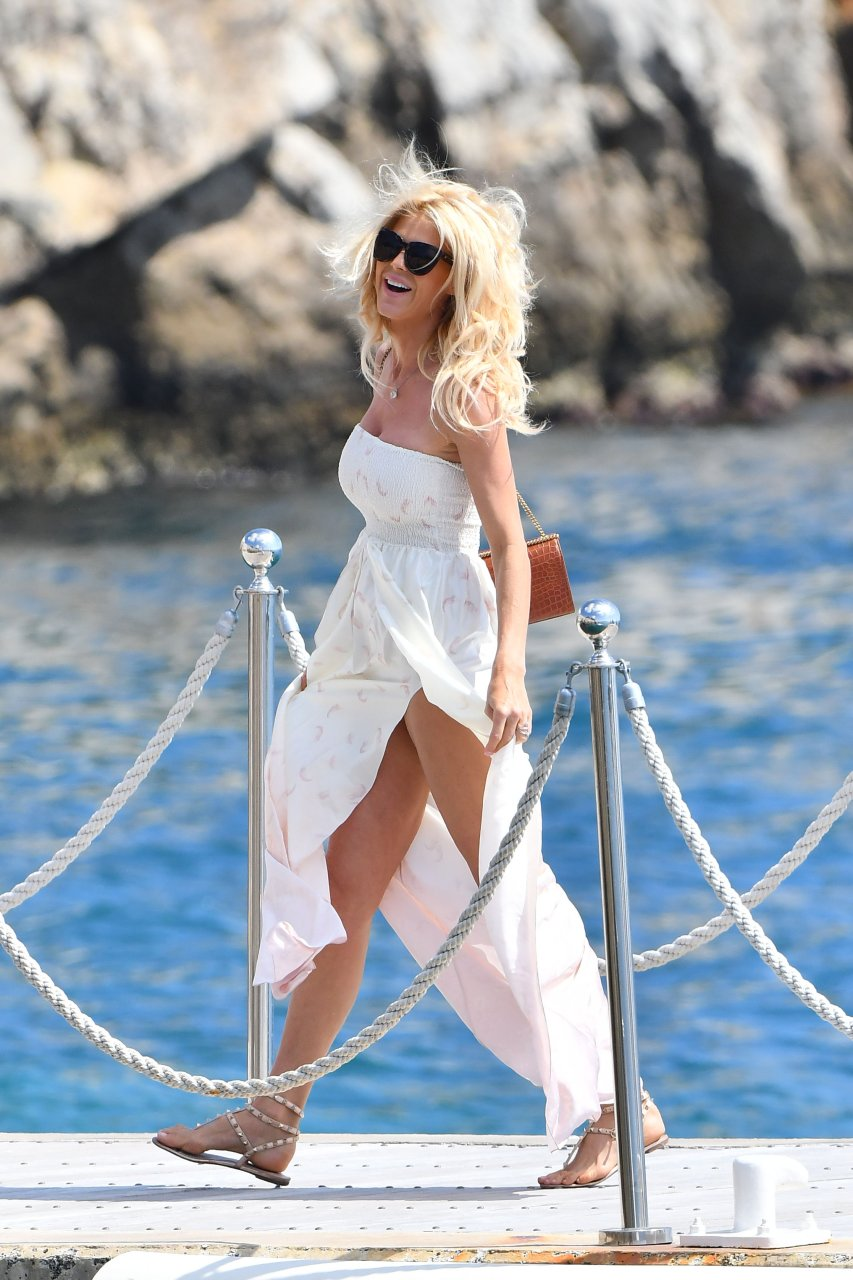 Victoria silvstedt flash