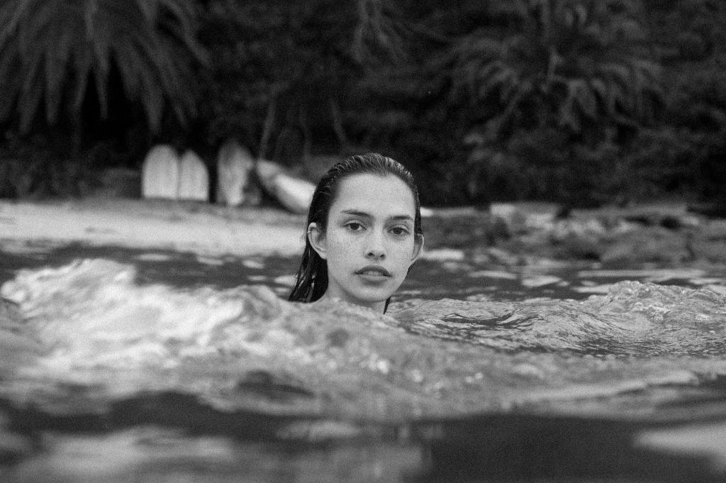 Zoe Barnard Nude & Sexy (19 Photos)