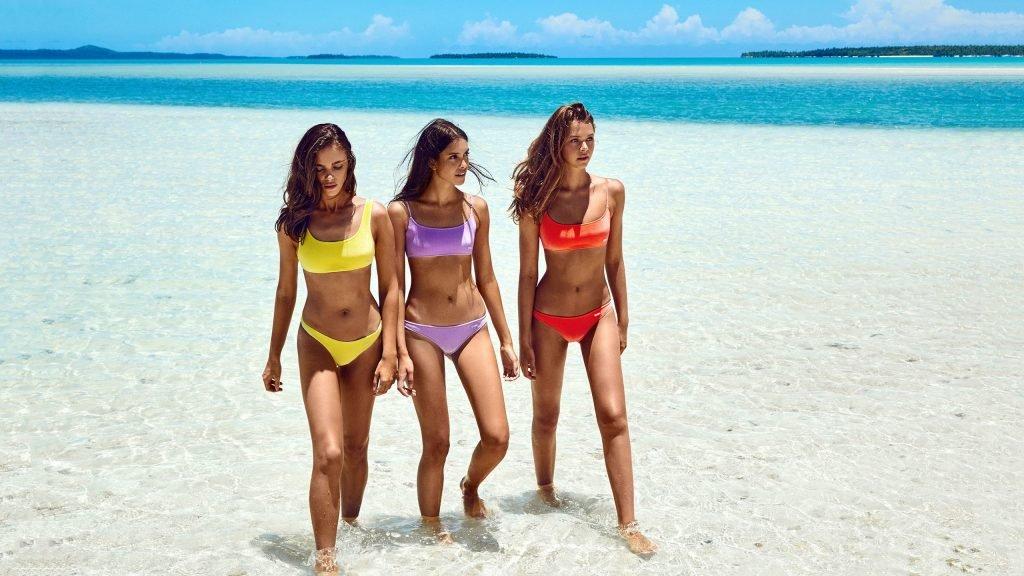 Alannah Walton, Zoe Barnard, Jena Goldsack Sexy (28 Photos)
