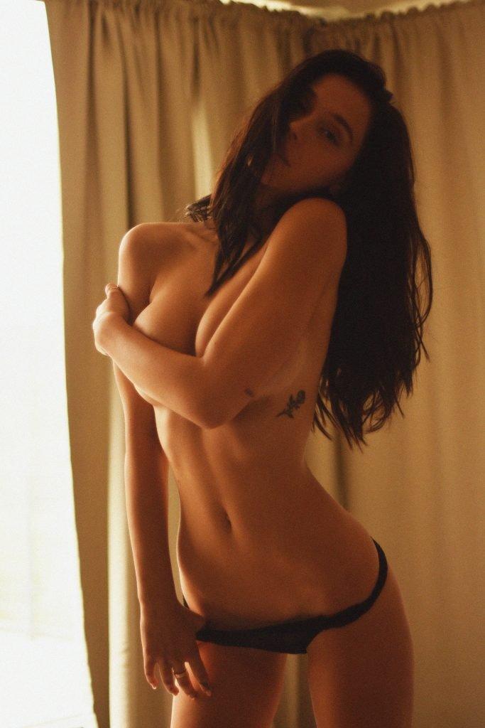 Alexis Ren Nude & Sexy (13 Photos)
