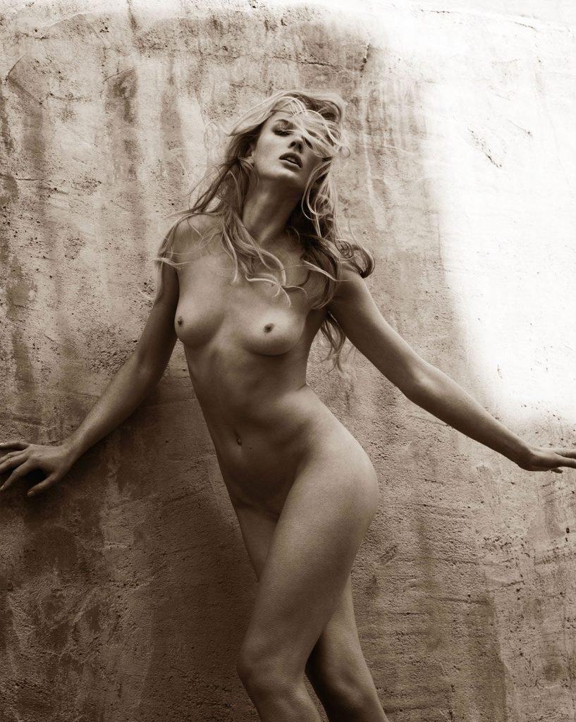 anne-vyalitsyna-naked