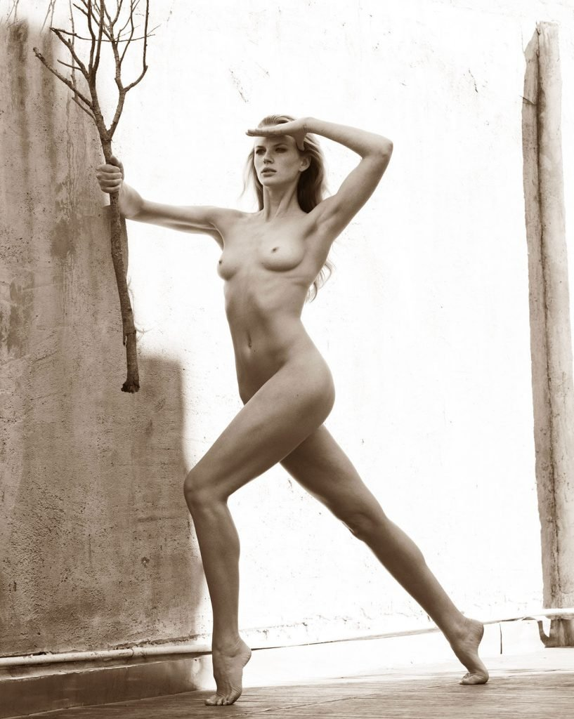 Anne Vyalitsyna Fully Naked