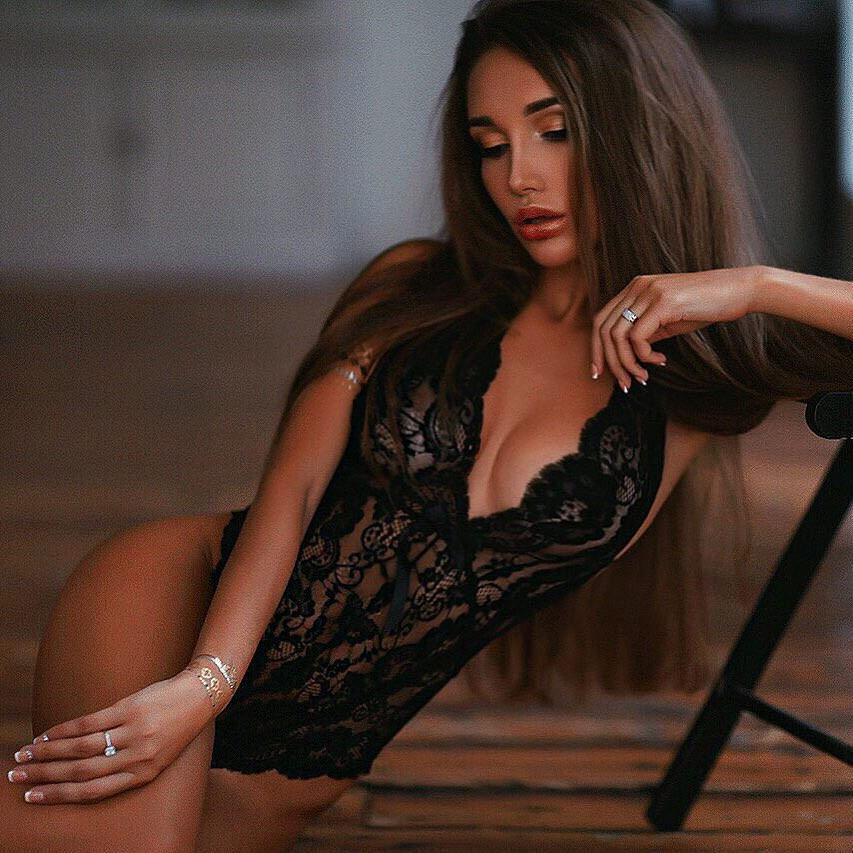 Russian Model Viki Odintcova Nude & Private Photos