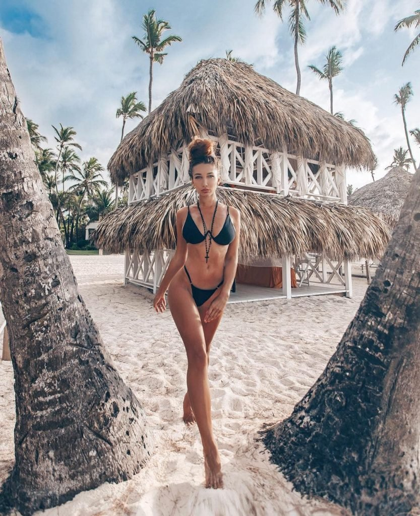 Anyuta Rai Nude & Sexy (28 Photos)