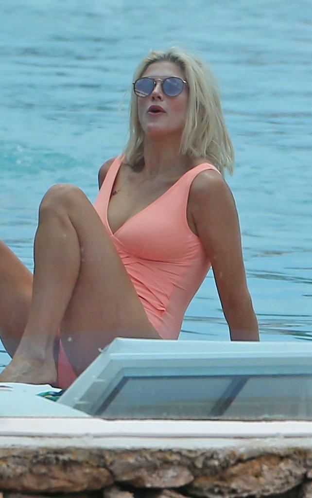 Ashley James Sexy (54 Photos)