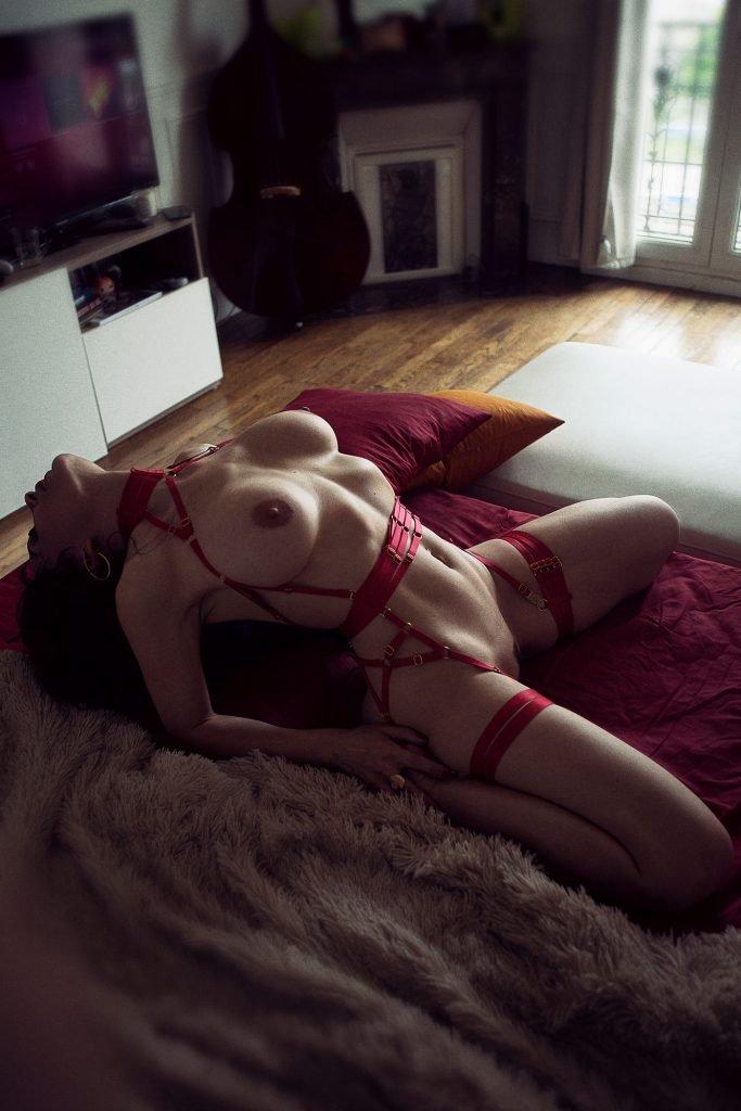 Celine Andrea Nude & Sexy (17 Photos)