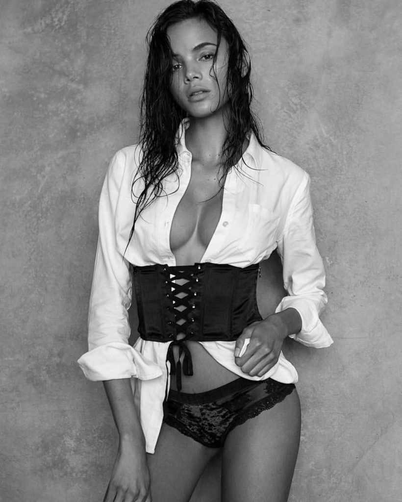 Christine Burke Sexy (100 Photos)