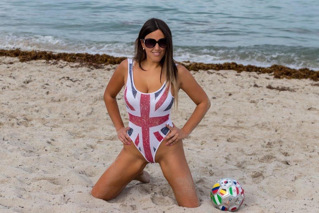 Claudia Romani (14 Sexy Photos)