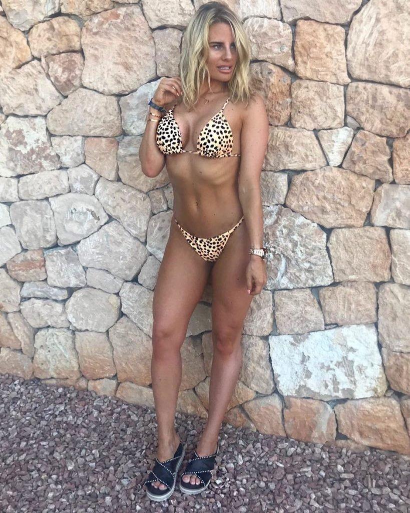 Danielle Armstrong Sexy (5 Photos)