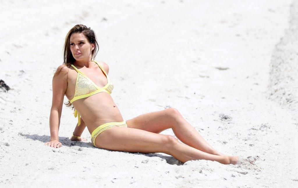 Danielle Lloyd Sexy (31 Photos)