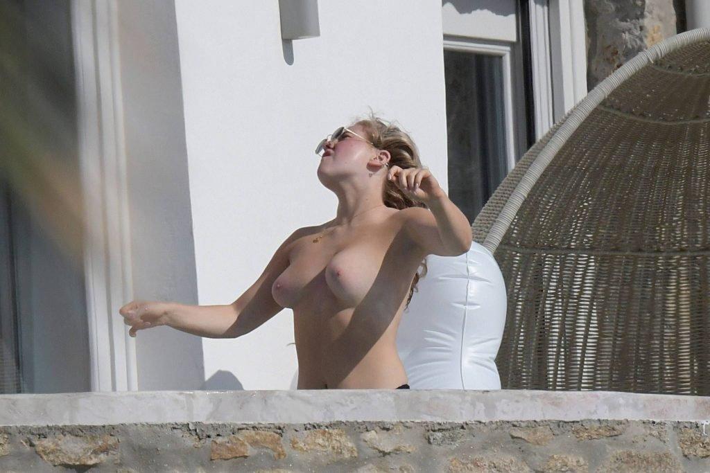 Ellie Hemmings Topless (28 Photos)