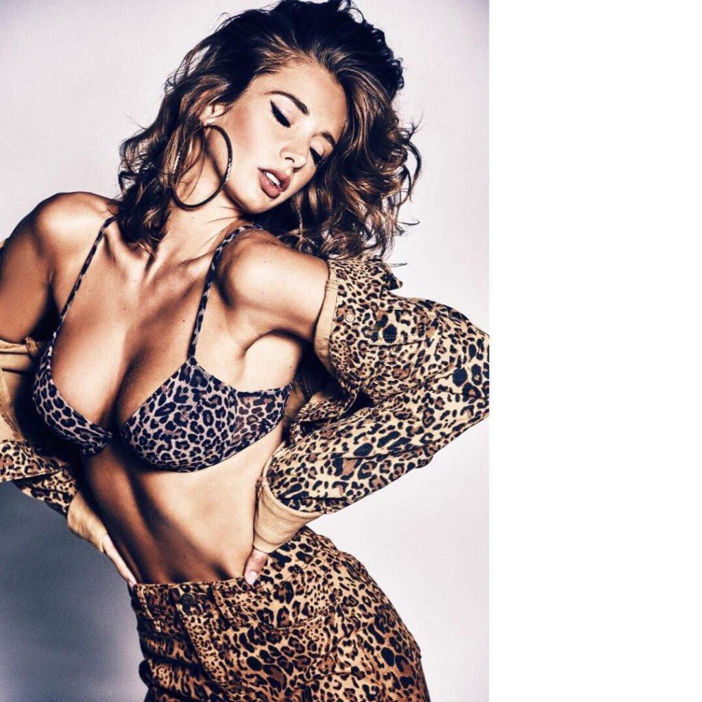 Emily Agnes Nude & Sexy (112 Photos + Video)