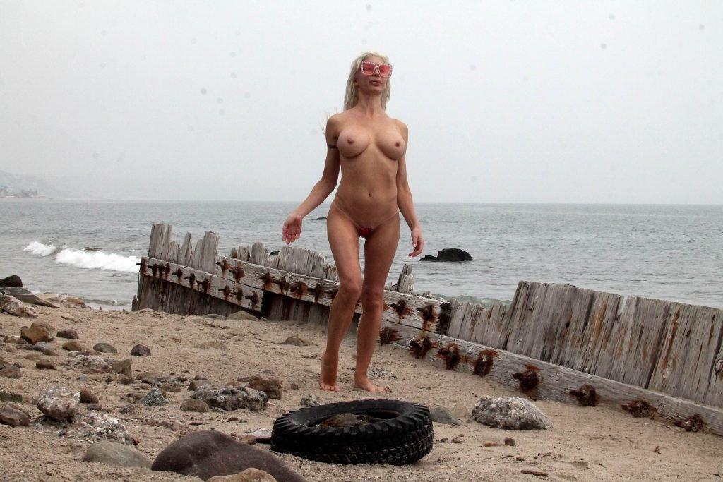 Frenchy Morgan Topless (50 Photos)
