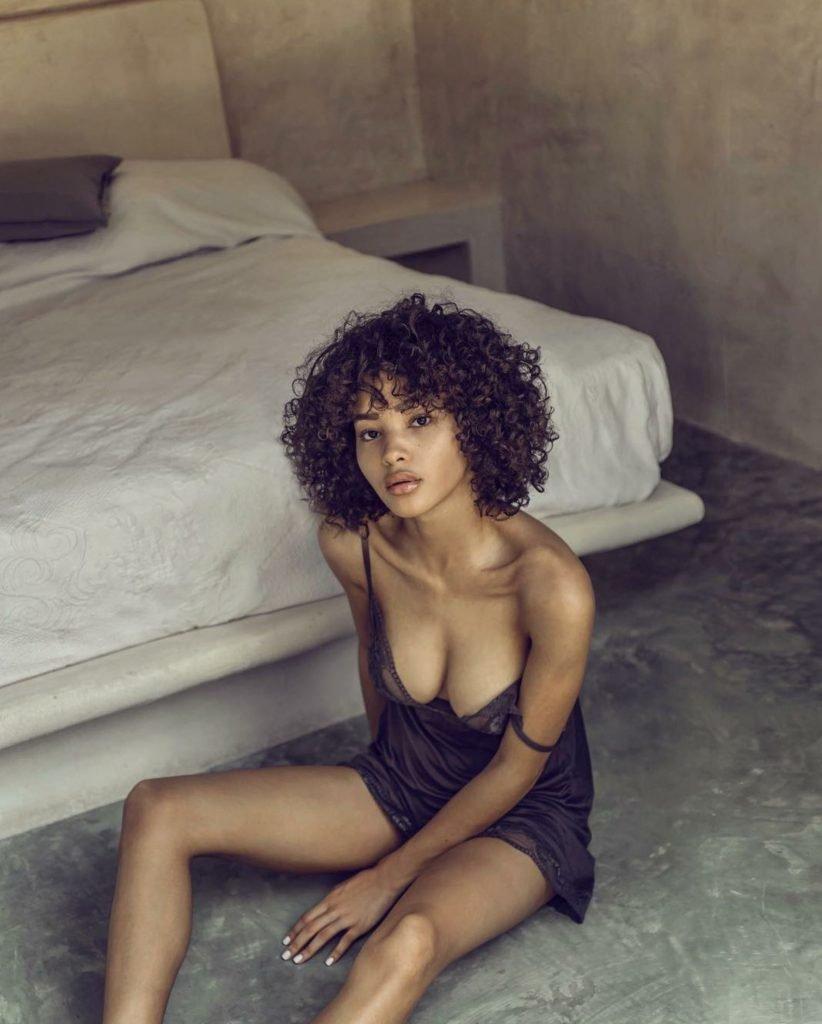 Jamea Byrd Sexy & Topless (7 Photos)