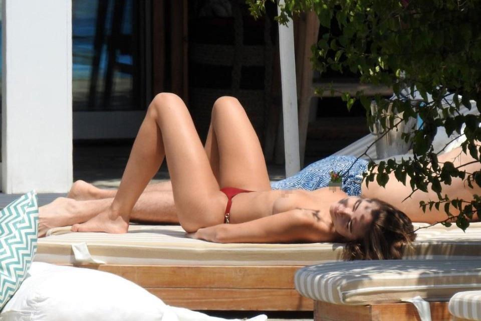 Kimberley Garner Topless (13 Photos)
