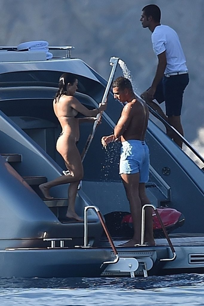 Kourtney Kardashian Sexy (54 Photos + GIFs)