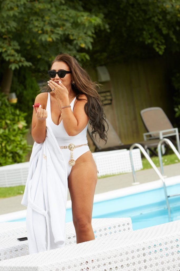 Lauren Goodger Sexy (28 Photos)