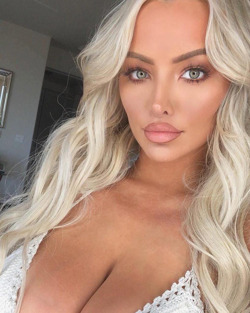 Lindsey Pelas Nude & Sexy (19 Photos)