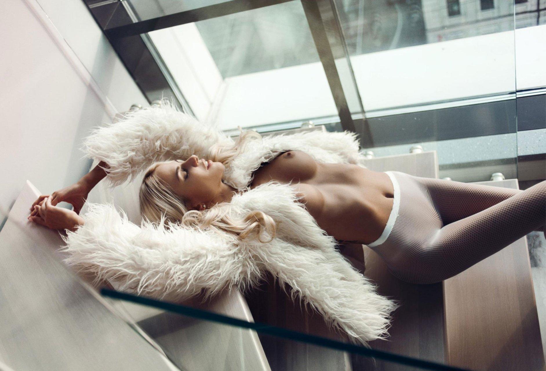 Svistunova  nackt Liza Kate Hudson