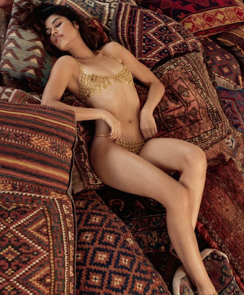 Lorena Medina Nude & Sexy (10 Photos)