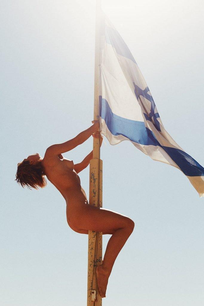Marisa Papen Naked (7 Photos)