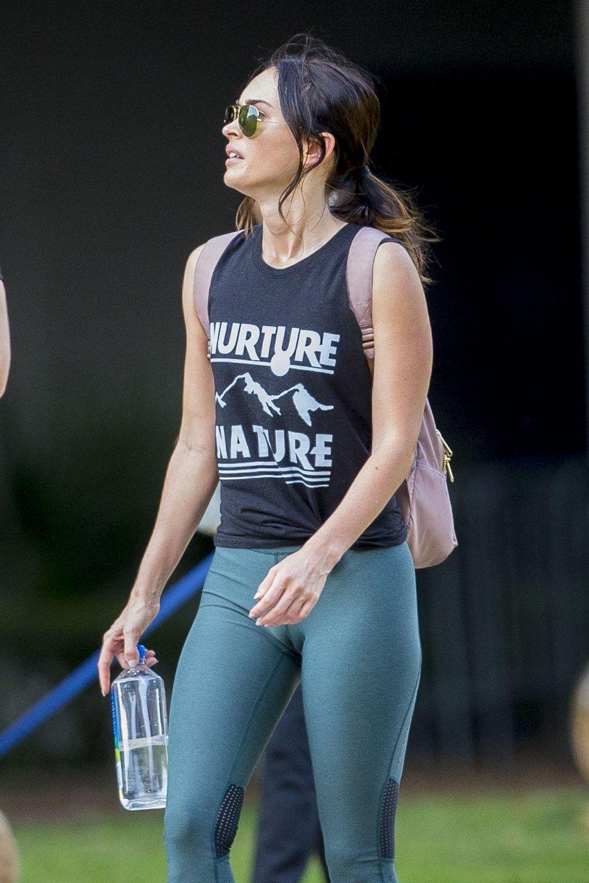 Megan Fox Cameltoe (27...
