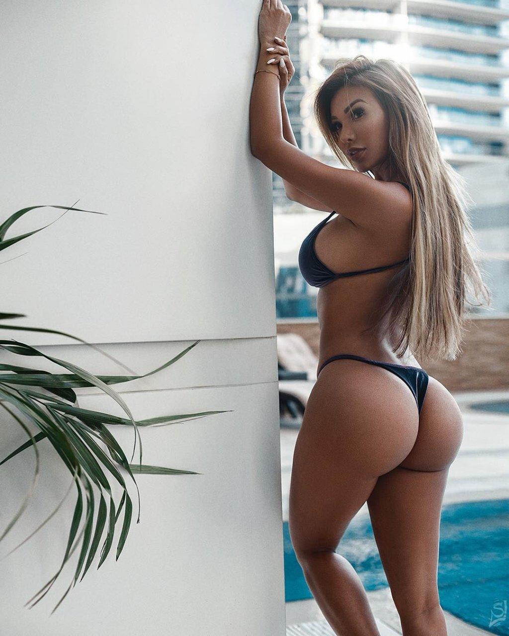 Paula fatic ass