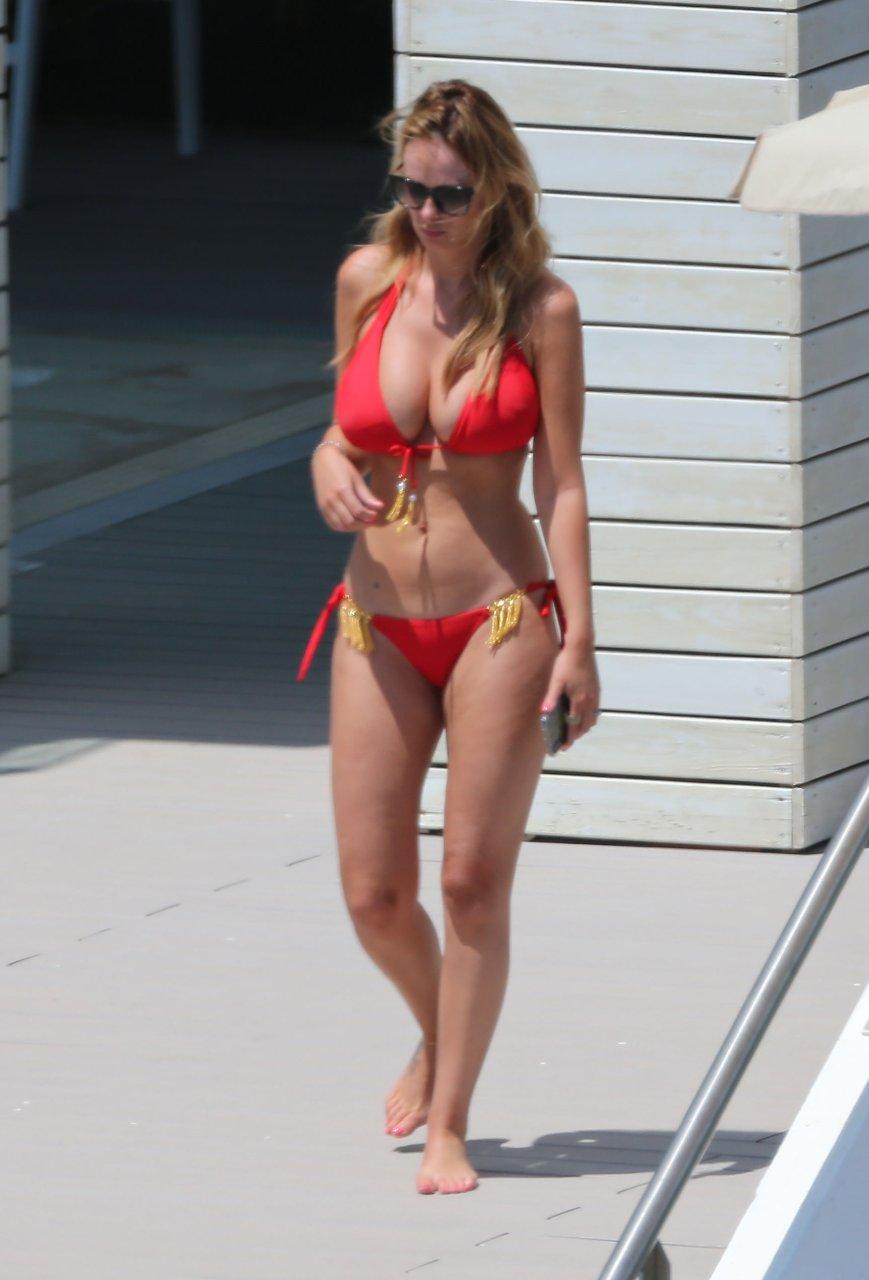 Rhian-Sugden-Sexy-Topless-TheFappeningBlog.com-2.jpg