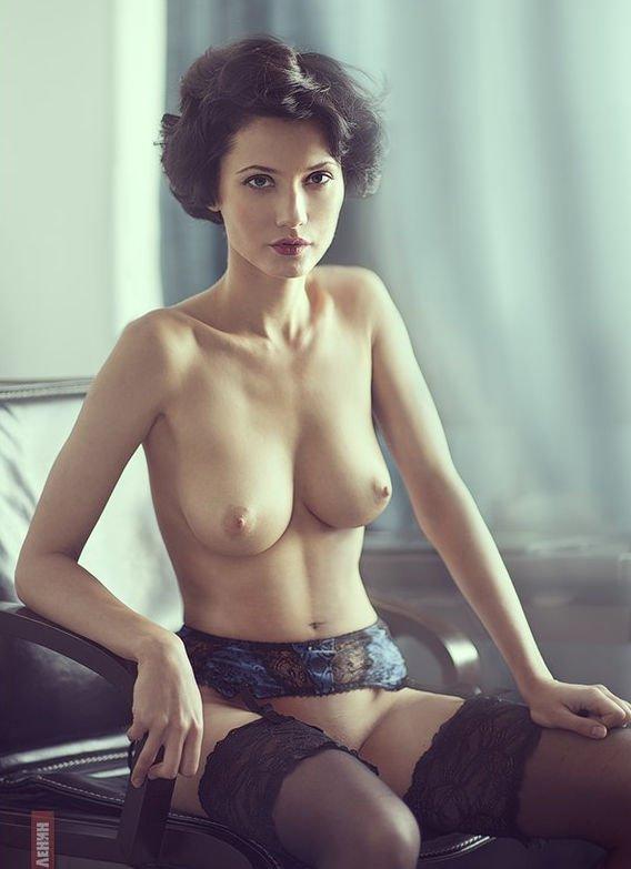Uliana set girls naked with big boobs having massage shop assistant webcam