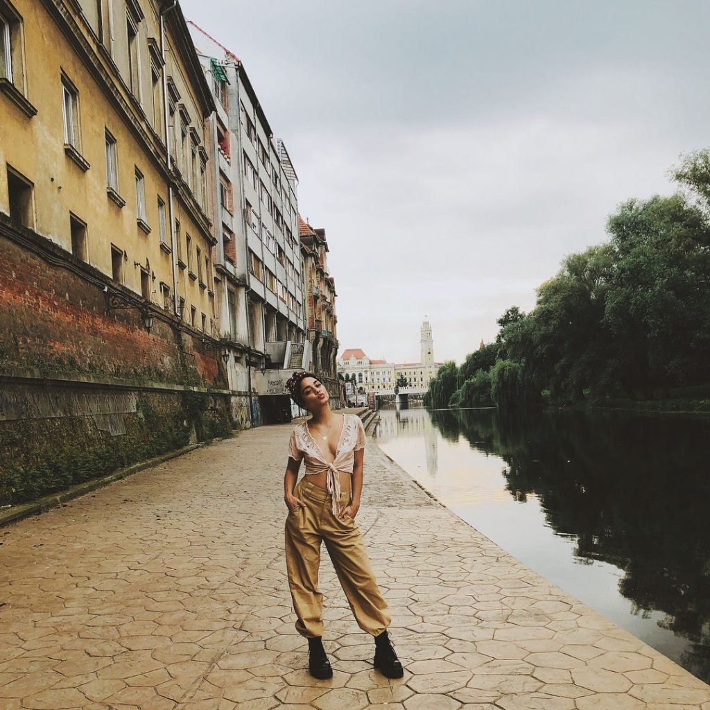 Vanessa Hudgens Sexy (10 Photos + GIFs)