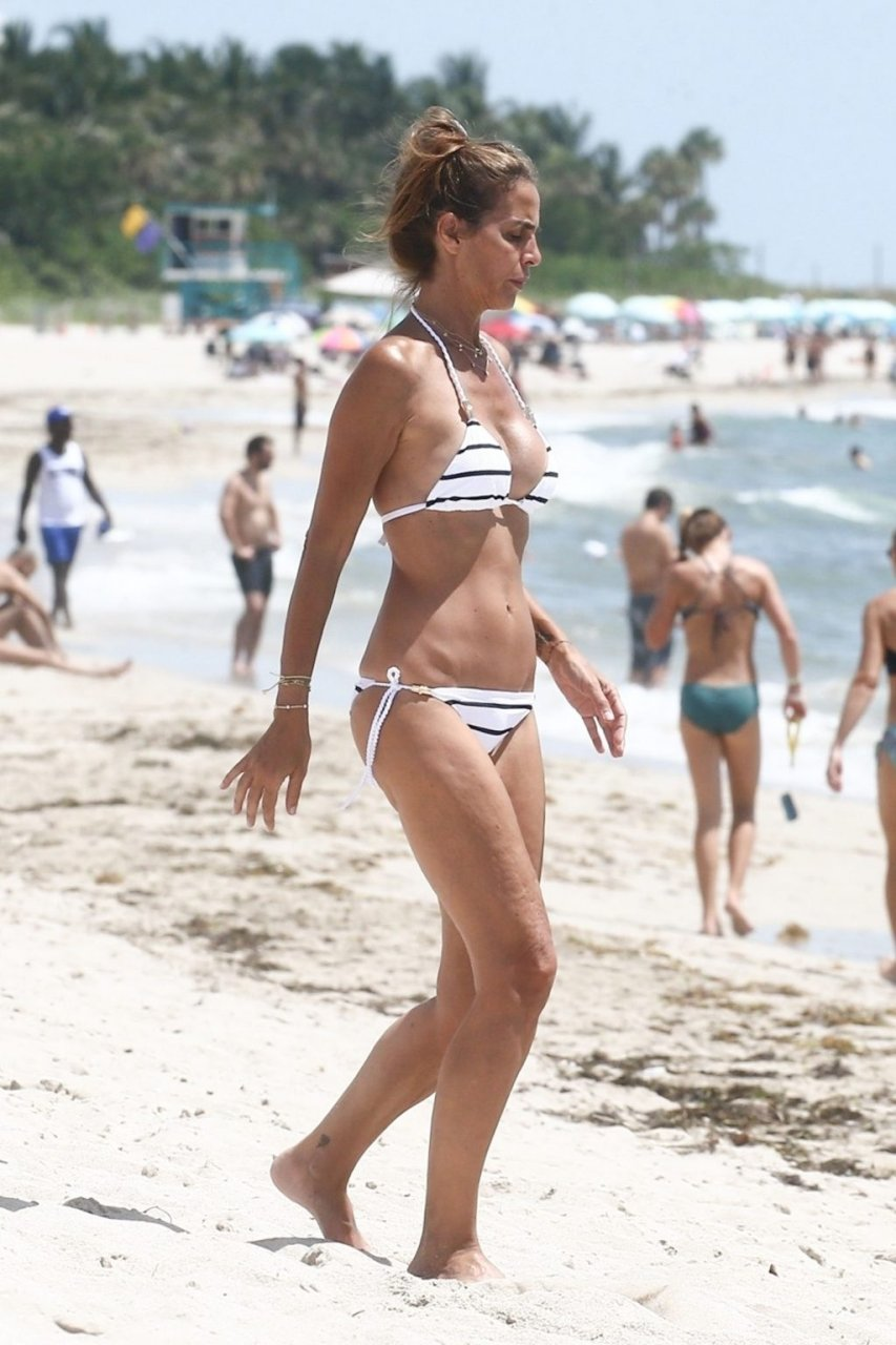Adriana Fossa Sexy (12 Photos)