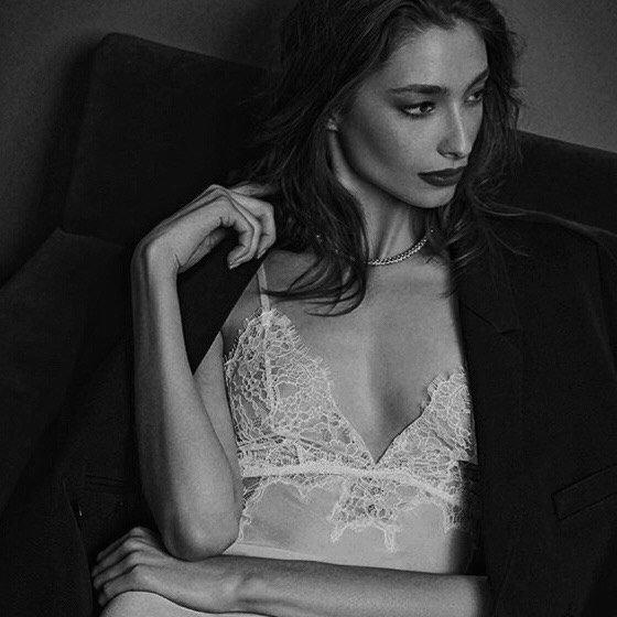 Alexandra Agoston Nude & Sexy (50 Photos)